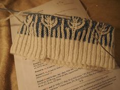 Ravelry: foamofdays' Frosty leaves hat