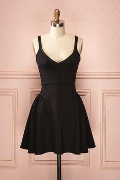 Laury ♥ La simplicité est toujours une preuve de bon goût; Cette robe est une preuve d'élégance.  Simplicity always is a sign of good taste; This dress is a sign of elegance.