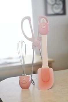 Pig kitchen utensils...I actually own some like this lol