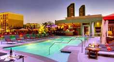 Love the heated rooftop pool & bar... Great location in San Diego!