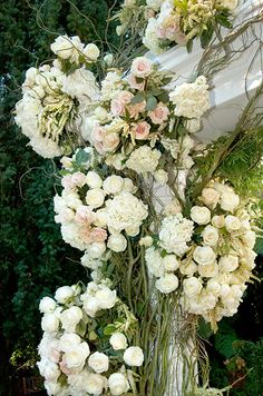 Would you decorate your wedding altar with pink and white roses, hydrangeas and winding vines?
