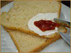 Para empezar la semana un pan bien rico, tierno y muy esponjoso, a la vez que fácil de elaborar, pues con la panificadora se hace solo.  I...