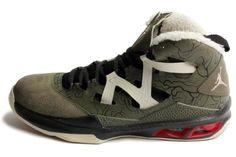 c9cec76eff2 Nike Men s Jordan Melo M9 Crg Khk Mtllc Znc Gym Rd Blck Basketball