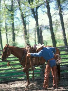 Be consistent.a truth that applies to how we treat our fellow human beings: You cant be a good guy when you leave the barn and a bad guy when you get to the barn. (Buck Brannaman--horse trainer inspiration for the movie The Horse Whiperer, Redbook Buck Brannaman, The Horse Whisperer, Ranch Life, Celebrity Moms, Horse Training, Parenting Advice, Kids Playing, Equestrian, Westerns