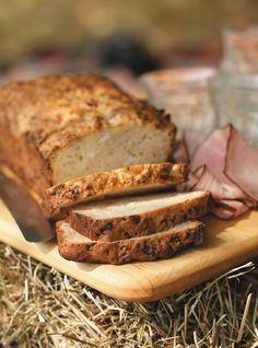 Apple and cheddar bread Quick Bread Recipes, Apple Recipes, Cooking Recipes, Apple Loaf, Apple Bread, Fresh Bread, Sweet Bread, Ricardo Recipe, Muffin Bread