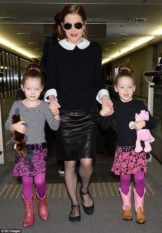 Com suas duas filhas gêmeas , do seu ultimo casamento que acabou em divórcio.