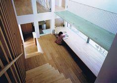 直階段の途中の踊り場のようなスキップフロア。 階段としては少し危険かと思う。 スタディコーナーはすごく良い空間。 Lorem Ipsum, Stairs, Loft, Furniture, Home Decor, Stairway, Decoration Home, Room Decor, Staircases