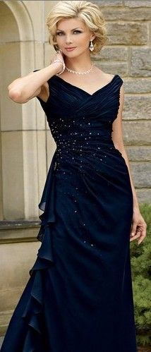 Just like a bride needs to have a balanced look so does mom. If you have wide hips, then wear straps off your shoulders. You can see her upper body is in direct proportion to her hips. The waist is also defined creating a curvy silhouette. Repin this!