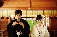フォト・動画ギャラリー-明治神宮|結婚式・挙式なら【明治神宮文化館結婚式総合案内所】 Traditional Wedding Attire, Traditional Outfits, Asian Image, Wedding Kimono, Japanese Wedding, Japanese Kimono, Japanese Style, Yukata, Photo Reference
