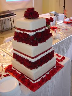 square wedding cakes are currently getting fashionable for most contemporary brides.square wedding cakes gallery can possess numerous dissimilar variants Big Cakes, Just Cakes, Cakes And More, Pretty Cakes, Beautiful Cakes, Amazing Cakes, Wedding Cake Roses, Wedding Cake Stands, White Square Wedding Cakes
