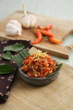 Nasi Bakar, Sambal Recipe, Pickels, Asian Recipes, Ethnic Recipes, Food Photography Tips, Indonesian Food, Kimchi, I Foods
