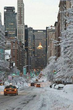 Os seus famosos táxis amarelos numa paisagem de inverno.