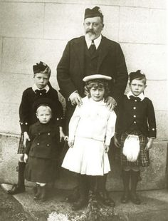 King Edward VII with his grandkids; Prince Edward, Prince Henry, Pss Royal Mary and Prince Albert.