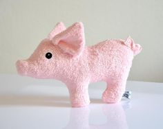 Niedliche Baby Rassel zum Knistern, kleines Glücksschwein / super cute baby rattle, little lucky pig by Puccino via DaWanda.com