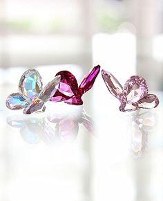 Swarovski butterflies - have them in all colors Swarovski Crystal Figurines, Swarovski Crystals, Bling Bling, Kelsey Rose, Swarovski Butterfly, Glass Figurines, Crystal Decor, Glass Animals, Crystal Collection