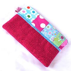 I've been rummaging in my scraps basket to conjour up some cute little zippy pouches. This could be a pencil case. Or a make-up/cosmetics bag. Or you could use it to store your notions for knitting, crochet or sewing. Cerise Pink, Velvet Ribbon, Free Uk, Blue Velvet, Print Design, Angels, Scrap, Pencil, Make Up