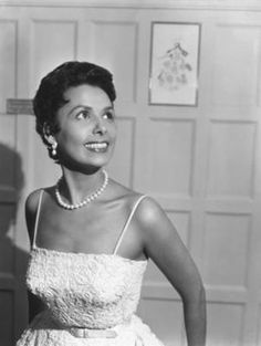 Lena Mary Calhoun Horne (June 1917 – May was an American singer, actress, civil rights activist and dancer. Lena Horne, Female Actresses, Female Singers, Black Is Beautiful, Beautiful Women, Simply Beautiful, African American Beauty, American History, Legendary Singers