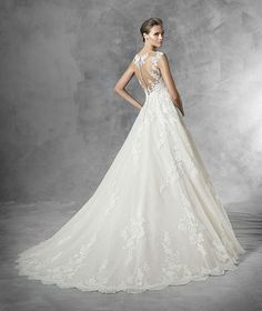 Feminine and oh-so-pretty, we're swooning over these incredibly romantic wedding dresses from Pronovias 2016 bridal collection. Pronovias Wedding Dress, Lace Wedding Dress, 2016 Wedding Dresses, Wedding Dress Sizes, Perfect Wedding Dress, Tulle Wedding, Bridal Dresses, Wedding Gowns, Dresses 2016