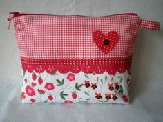 Zipper Bags, Zipper Pouch, Purse For Teens, Small Sewing Projects, Church Crafts, Pouch Bag, Pouches, Patch Quilt, Fabric Bags