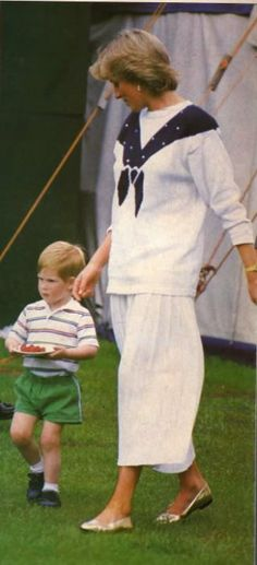 1987-06-14 Diana and Harry with his plate of strawberries at a polo match at Smith's Lawn in Windsor
