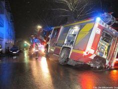 Löschfahrzeug bricht in Graz bei Einsatz in Straße ein http://www.feuerwehrleben.de/loeschfahrzeug-bricht-in-graz-bei-einsatz-in-strasse-ein/ #feuerwehr #firefighter