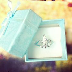 How cute is this Kappa Kappa Gamma ring?! Definitely gotta add it to my jewelry collection!  #jewelry #gogreek #sorority #love #cute #rings