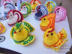 Crochet made articles really look cool and fascinating. This is a damn old tradition which dates back to the centuries, and the biggest reason of its survival… Thread Crochet, Diy Crochet, Crochet Toys, Crochet Chicken, Christmas Crochet Patterns, Crochet Animals, Beautiful Crochet, Spring Crafts, Easter Crafts