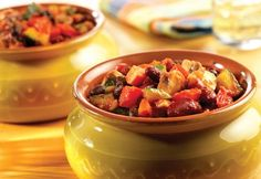 Two Bean Vegetable Chili -- Hearty chunks of zucchini, onion, carrots, mushrooms and peppers simmer with red and black beans in a rich Italian sauce. Vegetable Chili Recipe, Beans Vegetable, Vegetable Dishes, Healthy Soup, Healthy Snacks, Healthy Eating, Prego Sauce Recipe, Favorite Chili Recipe, Favorite Recipes