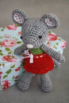 Make her! miss mouse, what a cute pattern, and a girl can't have enough cute crocheted mice.
