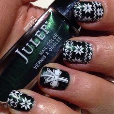 One last attempt to do a Christmas mani. Julep Emer with MDU White. #julepmaven #JulepMerryMani #nails #nailart #NOTD #JulepEmer #Mdu #holidaynails #manicure