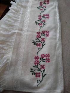 Cross Stitch Borders, Cross Stitch Flowers, Cross Stitching, Cross Stitch Embroidery, Hand Embroidery, Cross Stitch Patterns, Embroidery Designs, Bordados E Cia, Palestinian Embroidery
