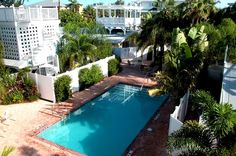 Anna Maria Island vacation rental Palm Isle 3204 is just across the street from pristine gulf beaches, and sleeps 6 guests. This is the perfect vacation rental for a week long 4th of July getaway! Reserve it today!