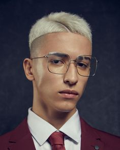 Short hairstyles for men are versatile, low maintenance and straight-up sexy, Check out all the hairstyles ideas we found for Mens Hairstyles Round Face, Mens Hairstyles 2018, Men's Hairstyles, Hard Part Haircut, Side Part Haircut, Bowl Haircuts, Haircuts For Men, Shaved Side Haircut, Round Face Men