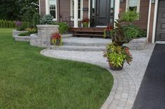 Ideas front door porch steps plants for 2019 Front Yard Walkway, Front Door Porch, Exterior Front Doors, House Front, Brick Walkway, Porch Steps, Front Steps, Driveway Landscaping, Arizona Landscaping