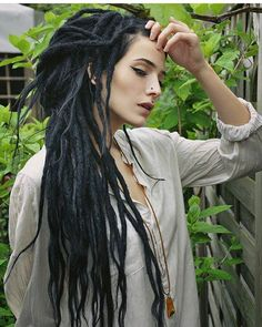 Dreads, the official hairstyle of the digital age. infinitorum Powering People - Long HairDreads, the official hairstyle of the digital age. White Girl Dreads, Black Dreads, Girl With Dreads, Dreadlock Hairstyles, Cool Hairstyles, Dreadlocks Girl, Locs, Synthetic Dreadlocks, Beautiful Dreadlocks