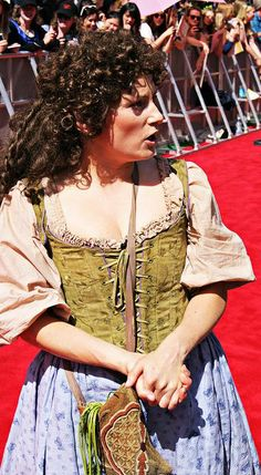 hobbit dress from an unexpected journey red carpet Love the top. Hobbit Cosplay, Hobbit Costume, Fantasy Costumes, Cosplay Costumes, Halloween Costumes, Cosplay Ideas, Costume Ideas, Renaissance, Hobbit Party