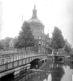 de Marekerk met de oude Marebrug als draaibrug plus rechts de Touwersbrug over de Lange Mare