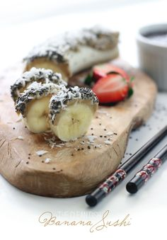 Banana Sushi {raw, vegan, paleo, grain free and gluten free} | The Clean Dish