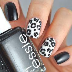 Did you know that Leopard nail art is back in fashion? The once popular print is now creating quite a wave with fashionistas who love to wear this bright art on their nails. Check out some of the cool nail art leopard print designs to try this season! Fabulous Nails, Gorgeous Nails, Pretty Nails, Leopard Nail Art, Leopard Print Nails, White Leopard, Snow Leopard, Cheetah Nail Designs, Leopard Prints