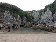 Preciosa playa de agua del Mar Cantabrico, situada a mas de 200 m del mar, Playa de Gulpiyuri, Asturias