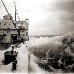 Bateau en pleine tempête maritime #1  Années 1920 D'après négatif photo ancien