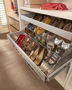 Le panier tiroir pour ne plus énerver madame lorsqu'elle voudra ranger ses chaussures. Enfin, monsieur non plus d'ailleurs.