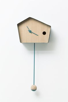 Horloge coucou par Nadège Dell'Ome Seigne et Noëlli Salguero-Hernandez 40 And Fabulous, Time Clock, Wood Clocks, Blog Deco, House Entrance, Deco Design, Bird Houses, Industrial Design, Home Accessories