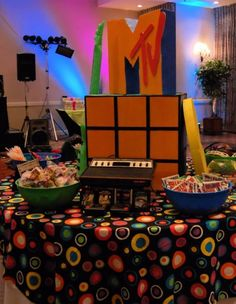 80's party center table