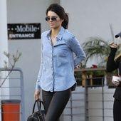 Avec sa plastique fabuleuse et son compte Instagram gonflé à l'hélium (plus de 40 millions de followers) Kendall Jenner est le nouveau top du moment que tous les créateurs s'arrachent. Mais quand elle ne court pas les défilés ou les séances photos, le top californien cultive un style casual ultra travaillé. Basiques favoris ? Des jeans slims taille haute, des t-shirts en coton gris, des bottines rock ou encore des manteaux en fourrures comfy. Focus sur ses meilleurs looks off-duty.