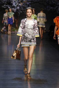 Dolce & Gabbana Woman Catwalk Photo Gallery – Fashion Show Summer 2014 Men Fashion Show, Catwalk Fashion, High Fashion, Womens Fashion, Fashion Trends, Fashion 2014, Fashion Inspiration, Street Style 2014, Haute Couture Style