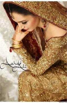 Bridal Elegance : Photo