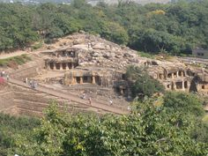 Dhauli #hill alias Dhauligiri Hill, located 8 km from #Bhubaneswar, on the banks of #river Daya, is one of the famous #Buddhist destinations in India. Also known as the Surabha Hill, Dhauli Hill has a series of small hills enclosing many rock-cut #monuments. #hillstations #dhauligirihill #beautystructure