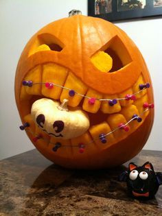 Dentaltown - Which Halloween jack-o'-lantern pumpkin is wearing the most epic braces? Halloween Pumpkin Designs, Diy Halloween Decorations, Halloween Pumpkins, Feliz Halloween, Holidays Halloween, Halloween Crafts, Halloween Jack, Halloween Candy, Happy Halloween