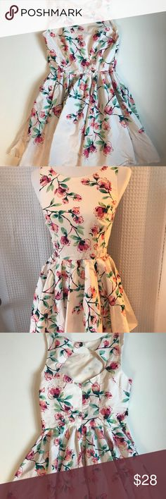 """LC Lauren Conrad Fit Flare Floral Open Back Dress Rose floral fit and flare knee length Lined dress Size 2/Small Bust (underarm to Underarm): 16.5"""" Length: 32.5""""   Please Note: •Garment is measured laying flat on the ground from one end to the other. If you would like the CIRCUMFERENCE of the waist, chest or bust area's, please double the number.   •All items are from a smoke free and pet free home.   •If you have any questions please feel free to contact me and ask.  Thank you for shopping…"""